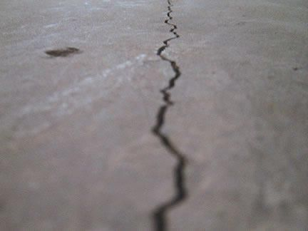 Signs of Foundation Problems–Structural vs. Non-structural Wall Cracks