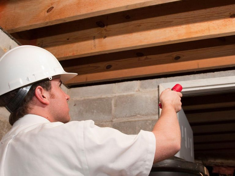 4 Questions to Ask a Chicago Home Inspector about Foundation Damage
